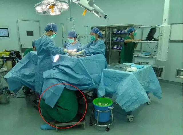 为生命托举!产妇突发脐带脱垂,她保持这姿势半个多小时