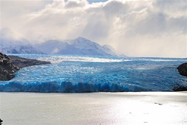 研究:地表融化导致南极冰川更快地滑向海洋