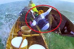 """海上钓鱼出""""大货"""" 美渔民差点因此丢了性命"""