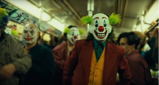 《小丑》还未上映就惹争议!枪案遇难者家属和美军都有话说......