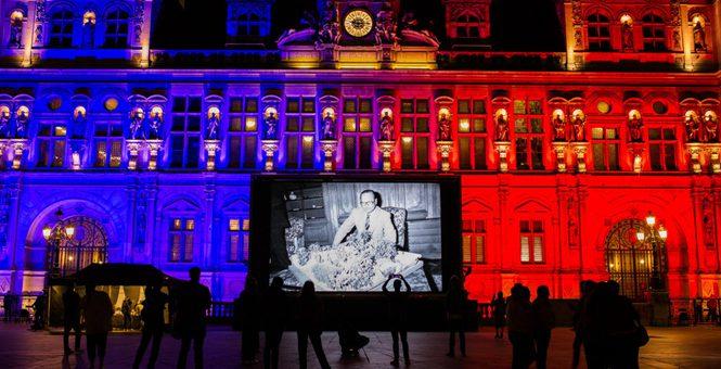 法国市政厅广场播放希拉克生前影像 悼念前总统去世