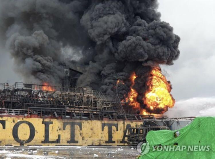 韩国石油运输船起火致18人受伤,船上装2.3万吨石油化学制品