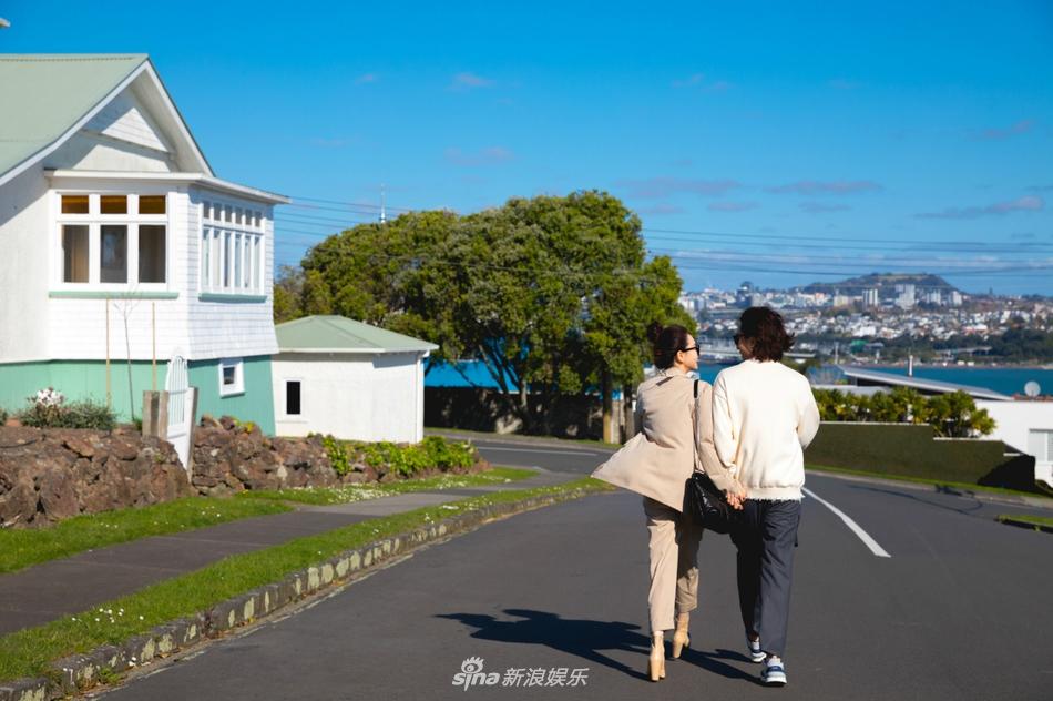 戚薇李承铉新西兰甜蜜写真曝光 漫步街头登对养眼