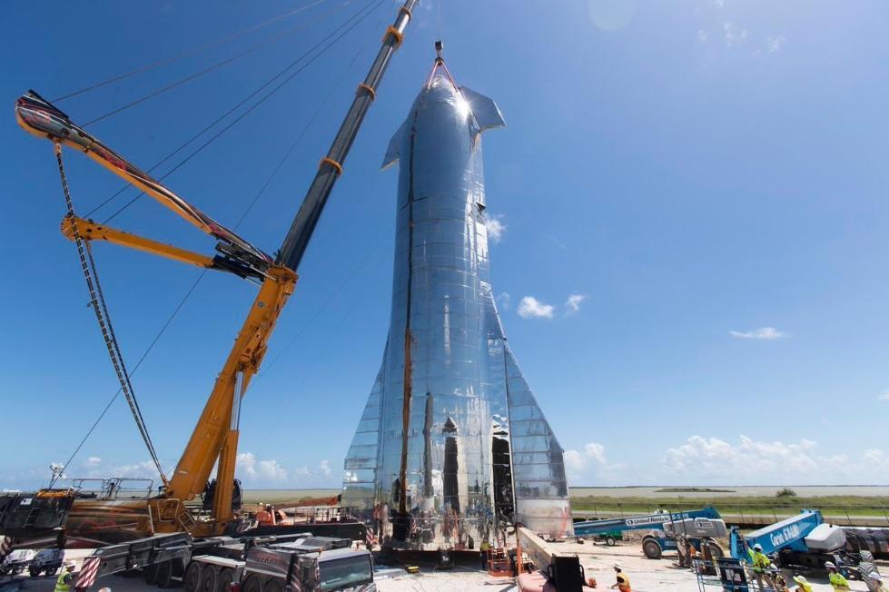 SpaceX星际飞船原型完成组装 马斯克将开发布会
