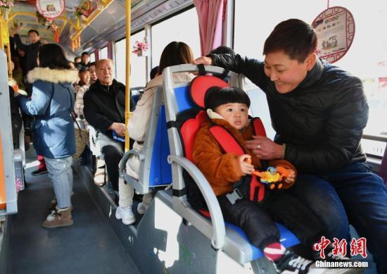 国庆外出旅游:儿童乘车应规范使用安全座椅