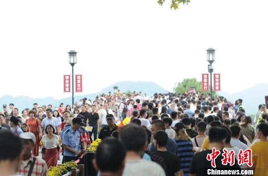 国庆黄金周过半:杭州西湖迎客超234万人次