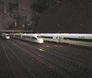 六旬老人打造高铁模型