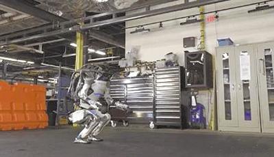翻跟头+空中劈叉 机器人都能当体操运动员了!