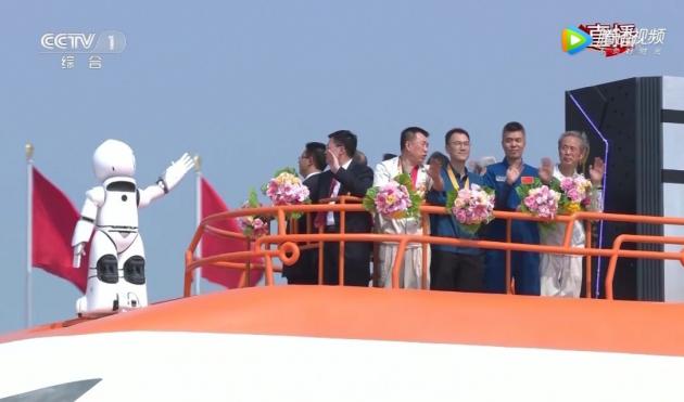 北京泰名尔参与铸造国庆盛典创新驱动彩车