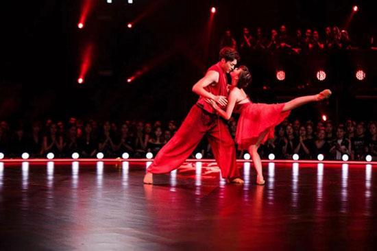 《舞蹈风暴》再迎顶尖舞者 极致作品引何炅落泪