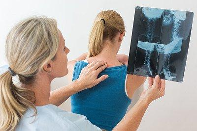 """老人术后腰背出现7厘米的""""洞"""",原来是糖尿病惹的祸"""