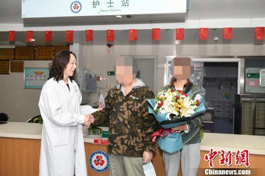 """六旬老人肺移植手术13天后""""神速""""康复出院"""