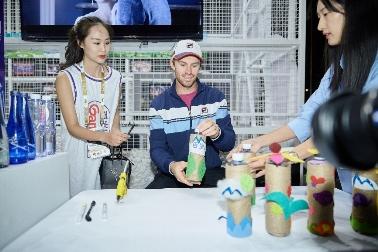 上海网球大师赛:球星忙里偷闲 体验百岁山创意时光