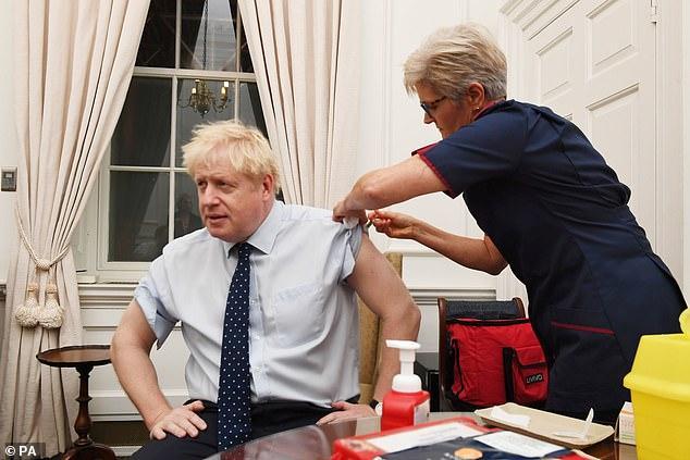 """英首相约翰逊晒自己打针视频 为流感疫苗""""代言"""""""