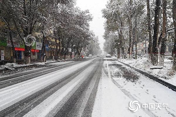 西南地区雨水难消 西北地区局地有大到暴雪