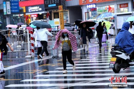 西南地区华北有阴雨天气 新疆北疆地区有雨雪大风降温