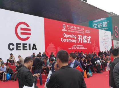 小胖机器人AI双教引热潮,亮相第77届中国教育装备展