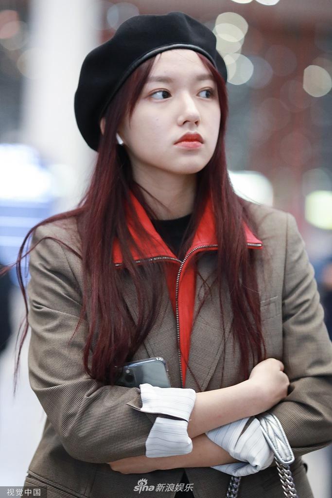 小仙女!程潇戴报童帽染红发 穿小西服帅气又可爱