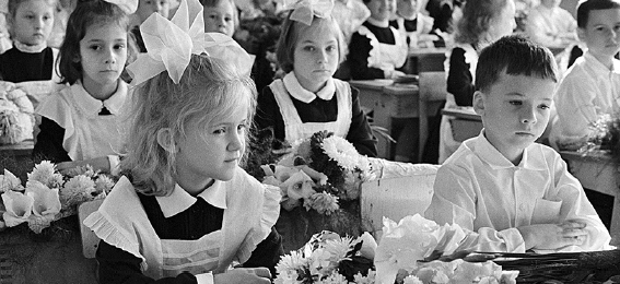 苏联后期,学生不爱穿校服