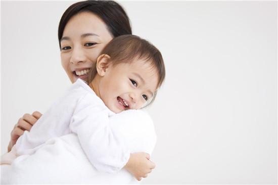 QV baby倡导袋鼠式抱娃,0香洗护更安心
