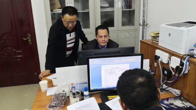 桂林一对夫妻开车追逐致扶贫干部身亡,两人已被警方刑拘