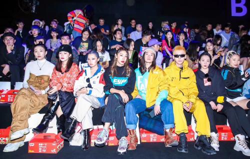 上海时装周发表独特时尚感言:时尚不是漂亮