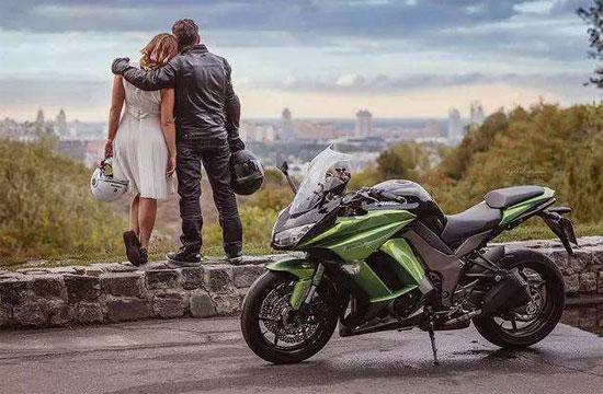 一个人的摩旅是瘾 两个人的摩旅是爱