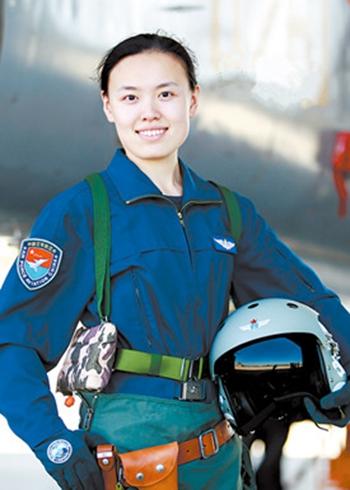 空军首批双学士歼击机女飞行员康凯