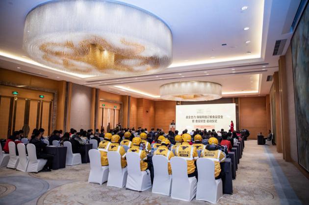 秦皇岛市举行美团点评新餐饮研讨会,政企合作投放50万食安封签