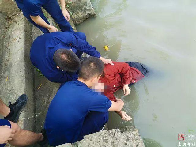 惊险!浙江消防员训练途中遇落水老人!消防员为啥不能用筷子?原因上热搜…