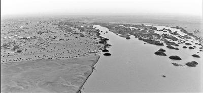 """干涸近300年 """"哈拉奇""""水域重现"""