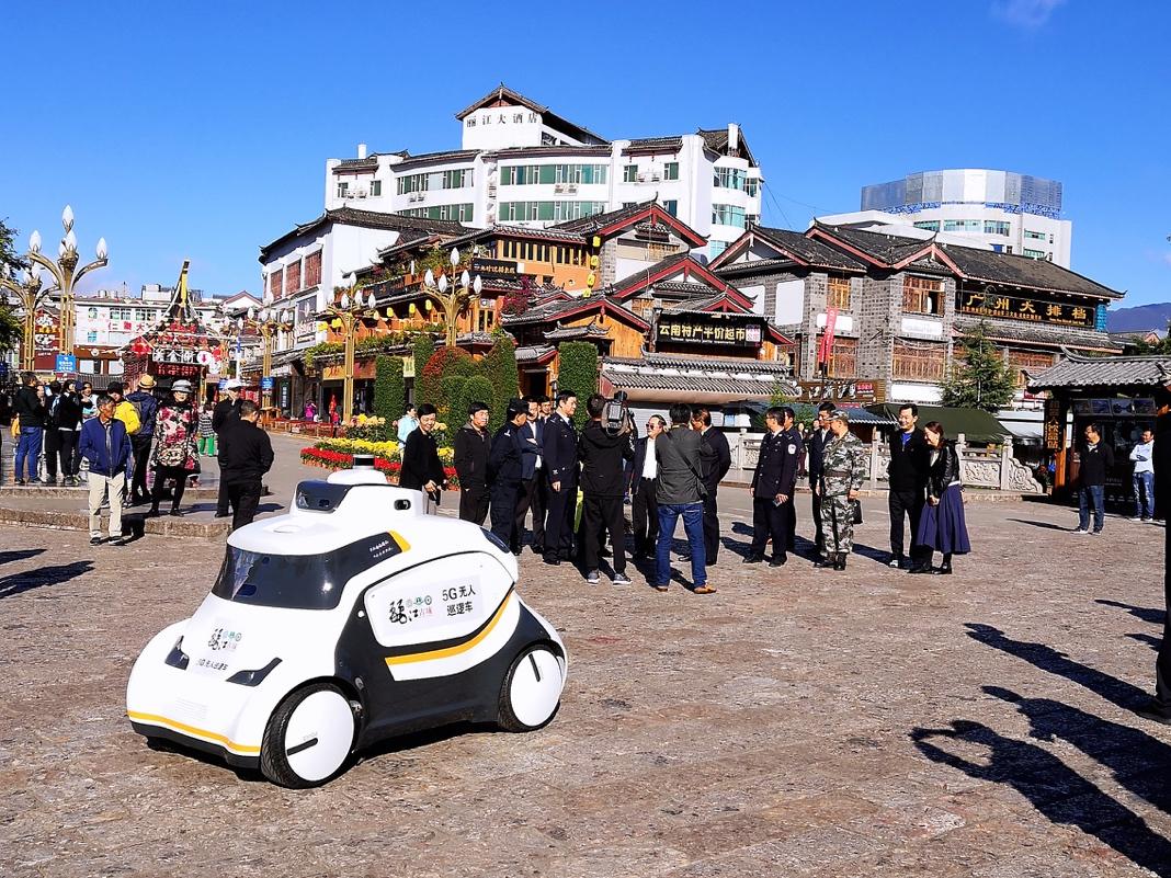 <b>爱上集团5G无人巡逻车亮相丽江景区 助古城安全智慧升级</b>