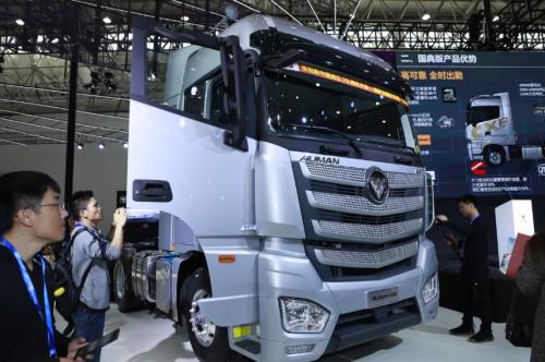 欧曼携国典版产品亮相武汉国际车展,以国典品质助力行业高效运营