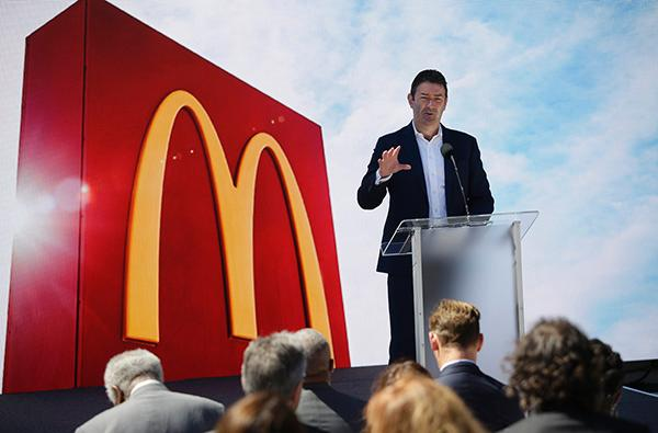 麦当劳CEO与下属两情相悦遭解雇后,首席人力资源官离职了
