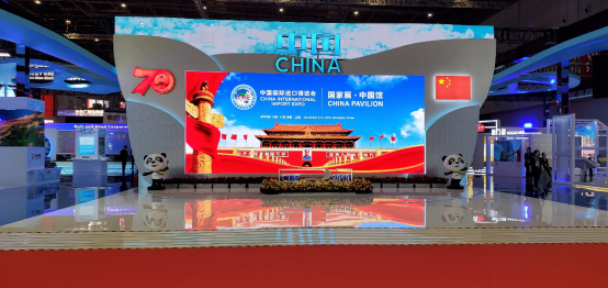 """腾讯优图视觉AI技术亮相进博会,""""我与新中国""""同框照为新中国点赞"""