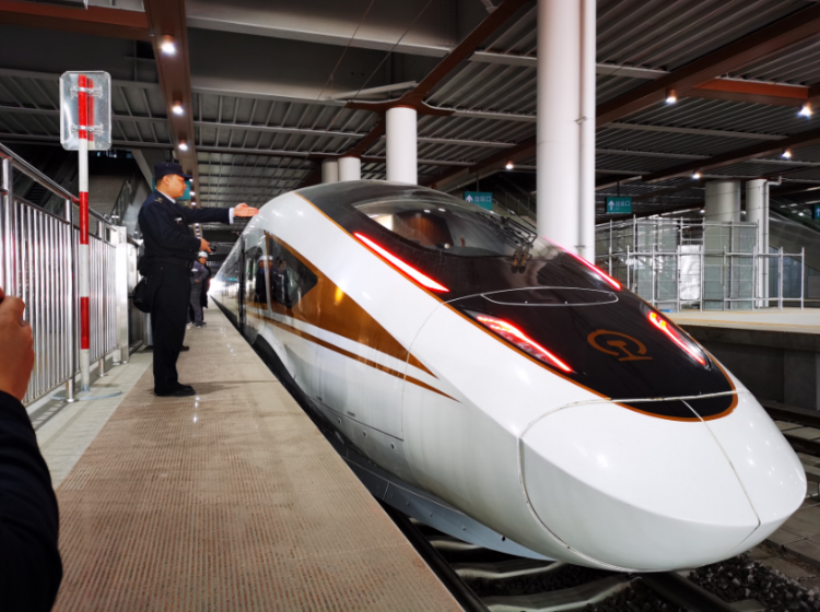 时速350公里,智能动车组上线参与京张高铁联调联试