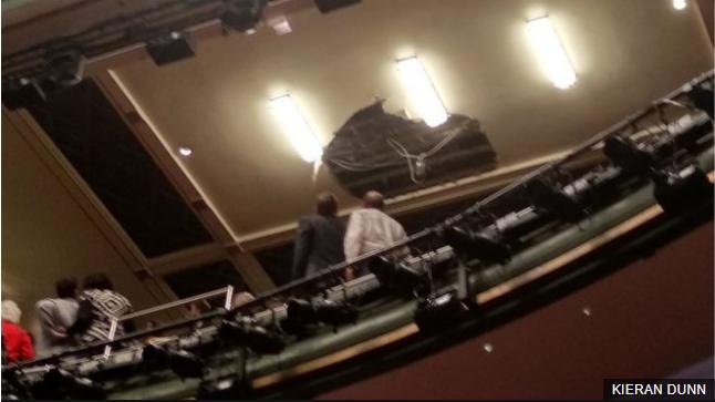 伦敦一剧院天花板突然坍塌 超千人紧急撤离