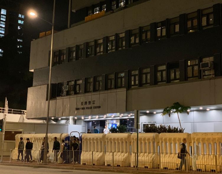 女暴徒在荃湾警署被警察轮奸?警方辟谣:指控与调查结果不符