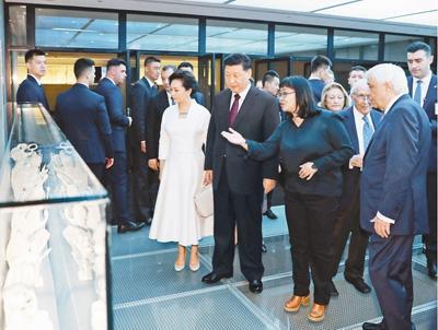 习近平和希腊总统帕夫洛普洛斯共同参观雅典卫城博物馆
