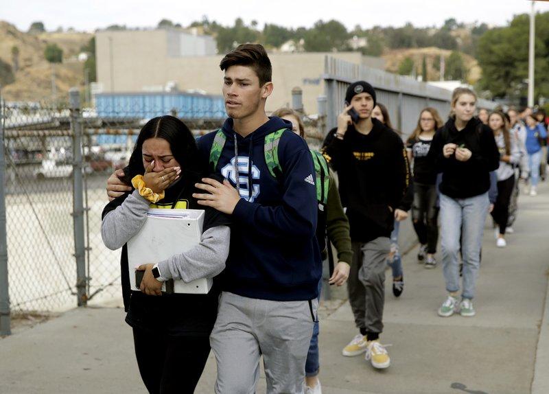 美国加州高中枪击案致2名学生死亡,克林顿、彭斯发声