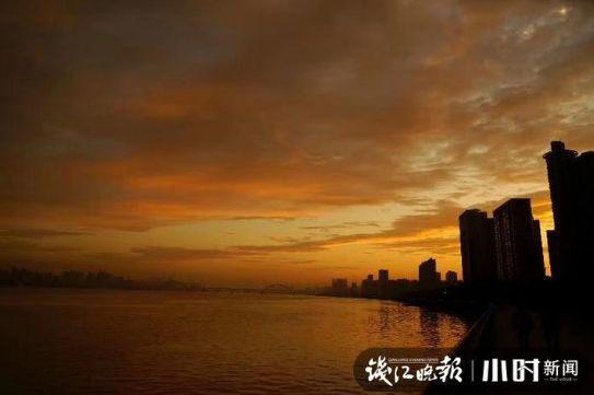 奇观!今早彩虹、晨曦齐聚西湖上空!美得太梦幻