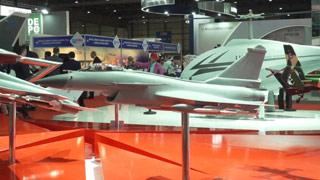 中国明星军机闪耀迪拜航展 除歼10CE外还有这些战机引发关注