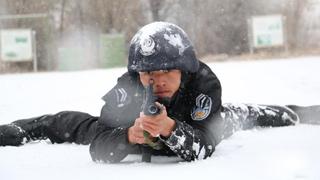 """甘肃特警""""顶风冒雪""""实战环境练综合素质"""
