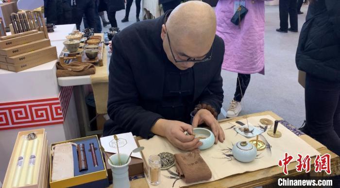 非遗传承人坚持古法制香十余年 传承中国香文化