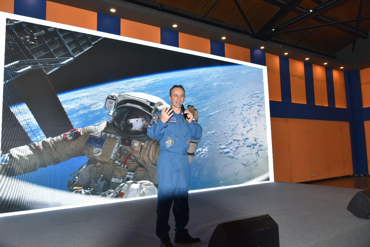 金达控股邀请俄罗斯宇航员分享经验