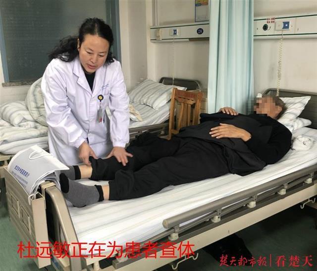 """小心!六旬老人突发""""假中风"""",原是爱跷二郎腿""""累""""伤神经"""