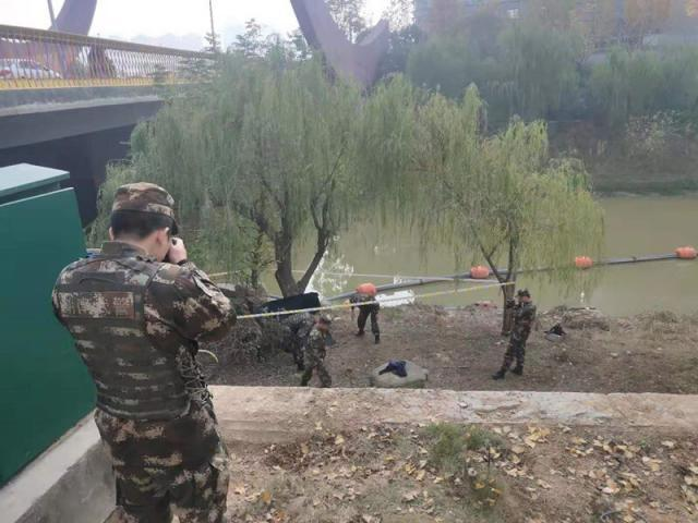 大桥下竟有一枚炮弹!还是抗战时期留下的,武警到达现场后发现事情不简单