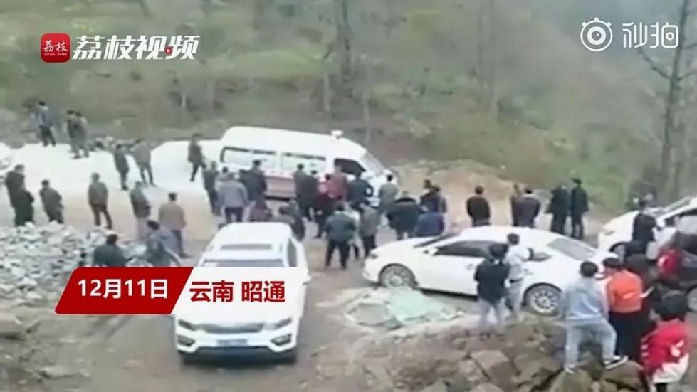 云南昭通4名老师家访途中遇车祸 2死2伤