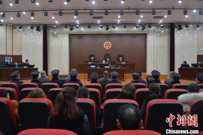 四川集中宣判涉黑恶案件13件 77名被告人获刑