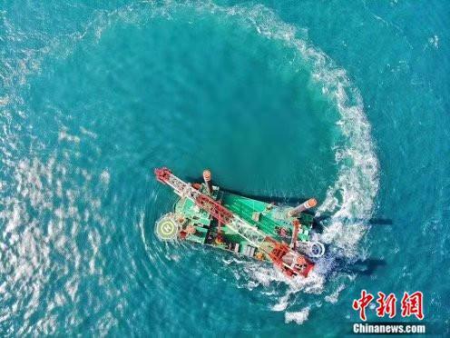 中国首艘1300吨自升自航式风电安装船交付使用